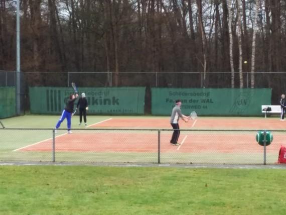Maart roert zijn staart tijdens Berkel-B toernooi